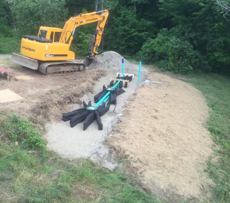Mike Carbonneau of Connecticut Valley Design installed a Presby Environmental EnviroFin passive onsite wastewater treatment and dispersal system as part of a field day training. A Hyundai Robex 140 LCD-7 excavator was used to dig the trench. (Photo courtesy of Connecticut Valley Design)